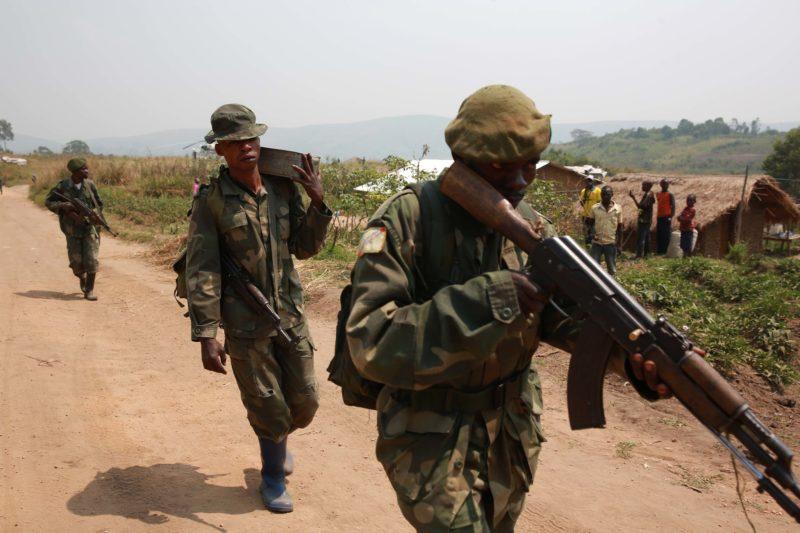 Des militaires FARDC en patrouille.